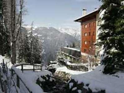 Skiing in Chalet Mondzeu