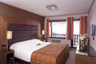 Skiing in Hotel La Farandole