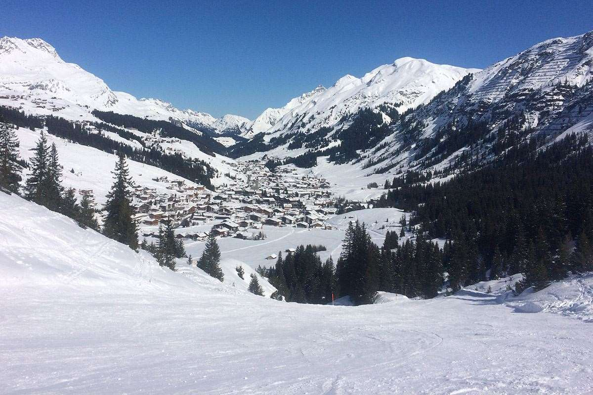 Skiing to Lech