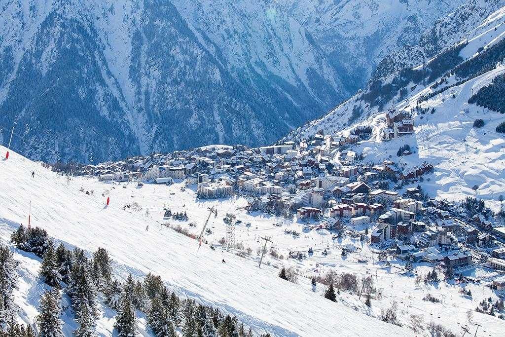 Les deux alpes skiing holidays ski holiday les deux for Piscine les deux alpes