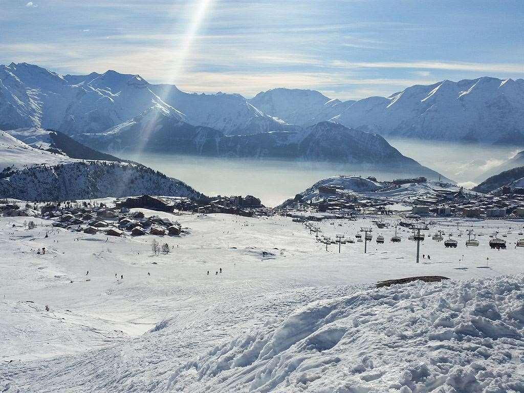 alpe d 39 huez skiing holidays ski holiday alpe d 39 huez france iglu ski. Black Bedroom Furniture Sets. Home Design Ideas
