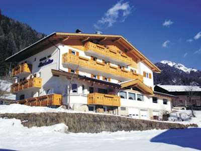 Skiing in Hotel Fiordaliso