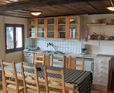 Skiing in 3 bedroom chalet for 6 people